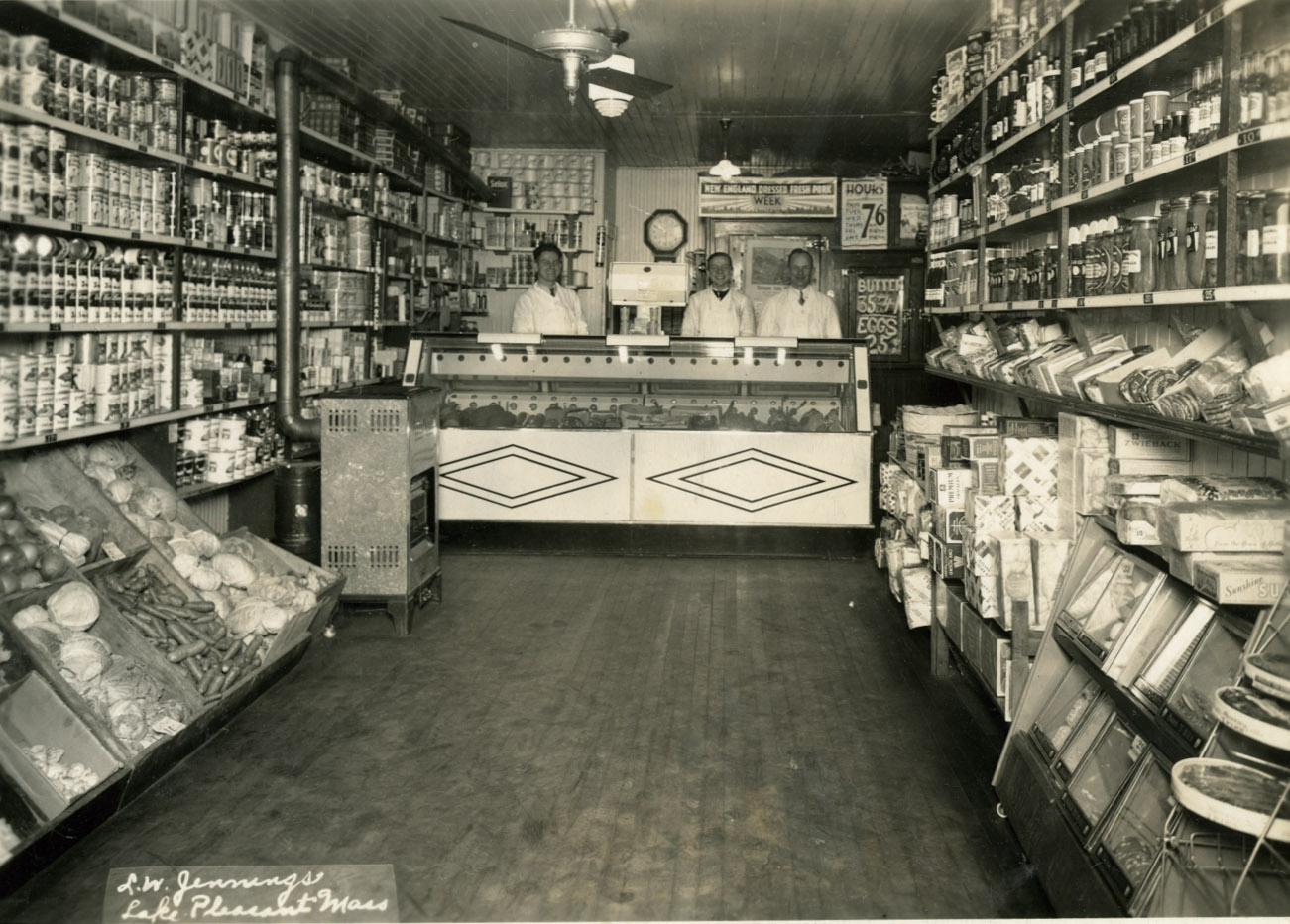 Image of Joseph and Martha Bajgier at Bell Market, Chicopee, 1937