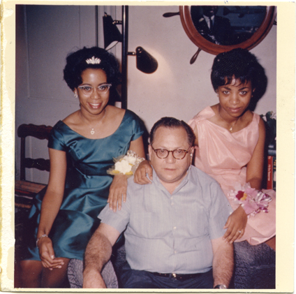 Image of Bernie Moss with two unidentified women in Moss's home, 1962