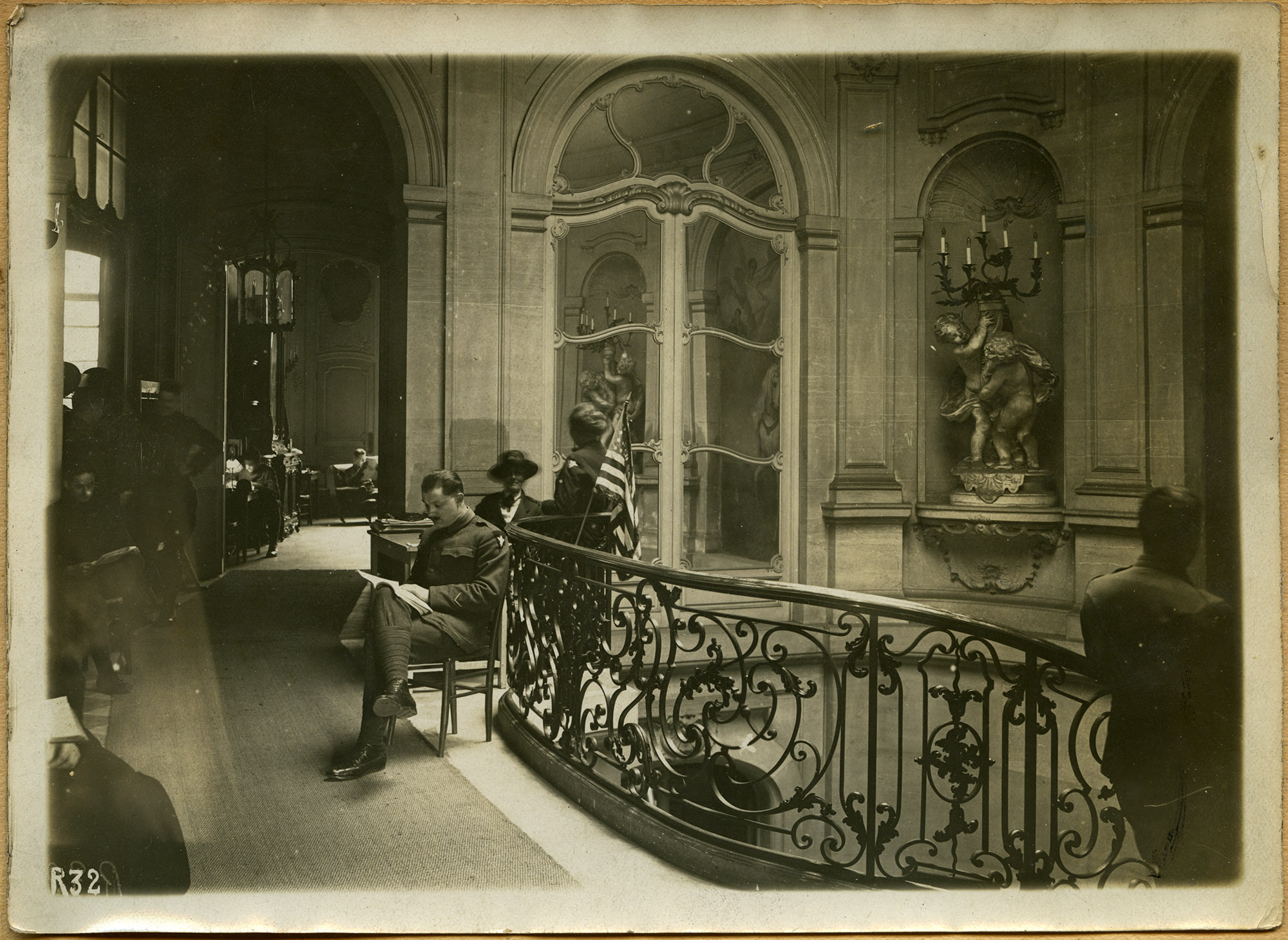 An image of: The Etoile Club, Paris, 1919